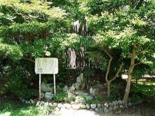 坊中学校跡地の石碑