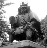 甲府駅前にある 武田信玄の銅像